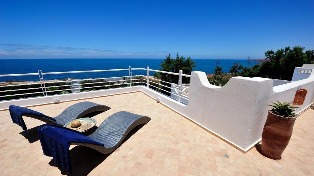 gallery image of this property - Location Villa Mirleft Avec Piscine