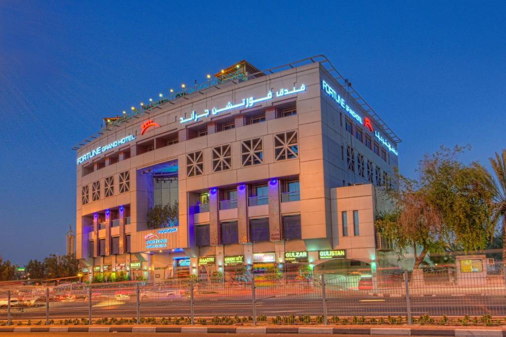 Fortune grand hotel dubai updated 2018 prices for Deluxe hotel in dubai