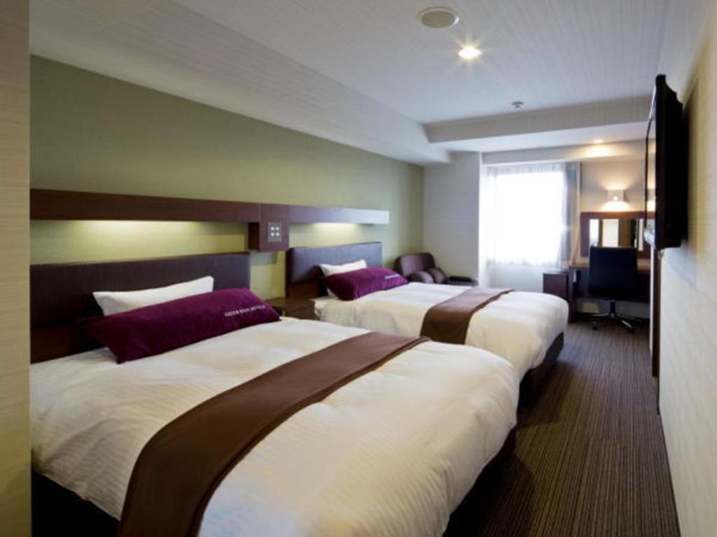 Tempat tidur dalam kamar di Green Rich Hotel Kyoto Station South