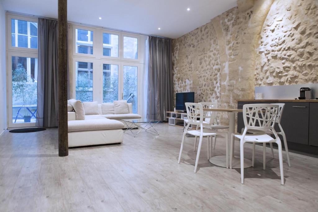 Apartment Ausone, Bordeaux, France - Booking.com