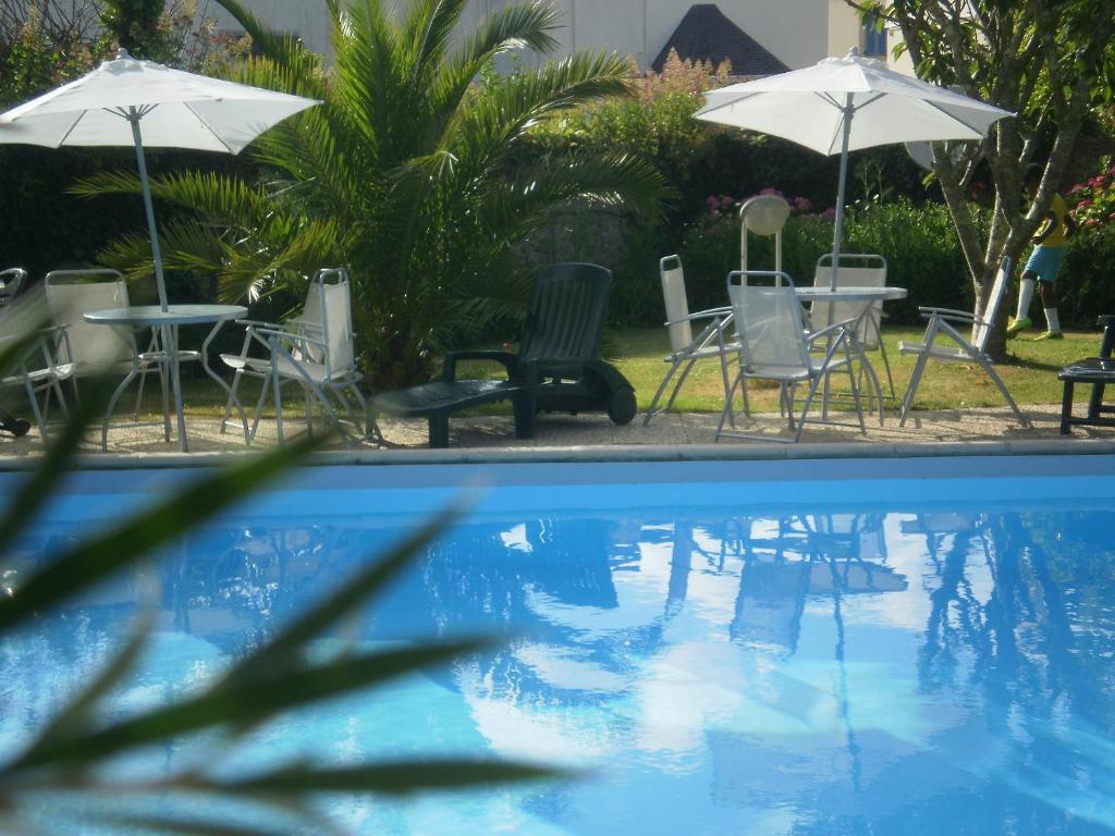 The swimming pool at or near Logis Les Bains De Mer