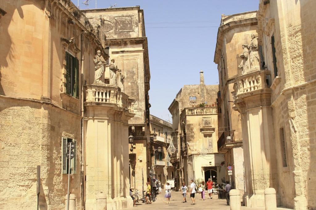 How much cost a house in Lecce