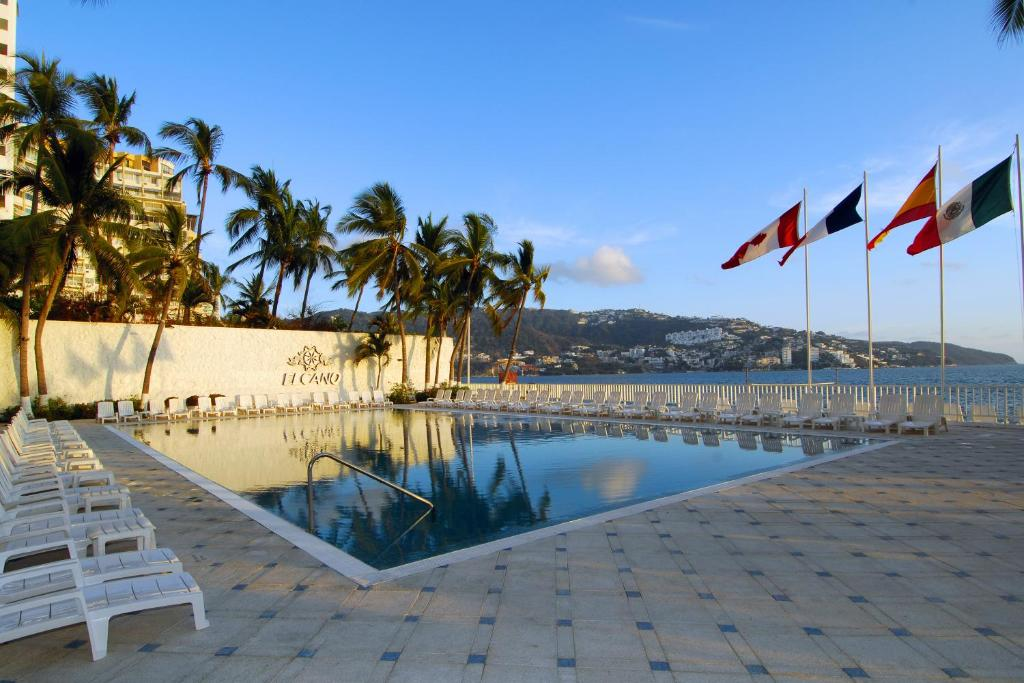 The swimming pool at or near Hotel Elcano