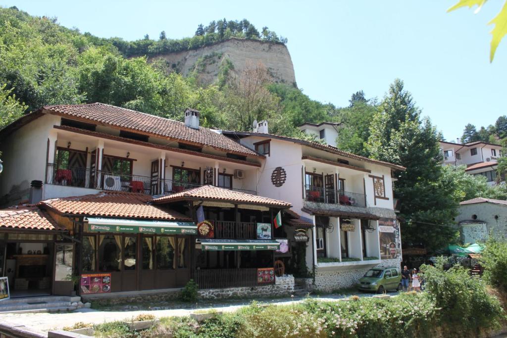 Къща за гости Гости Чинарите - Мелник