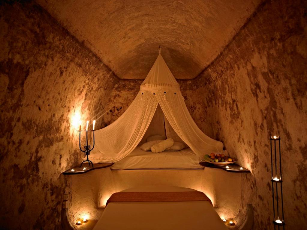 suites of the gods cave spa hotel megalochori greece bookingcom - Cave Hotel Santorini