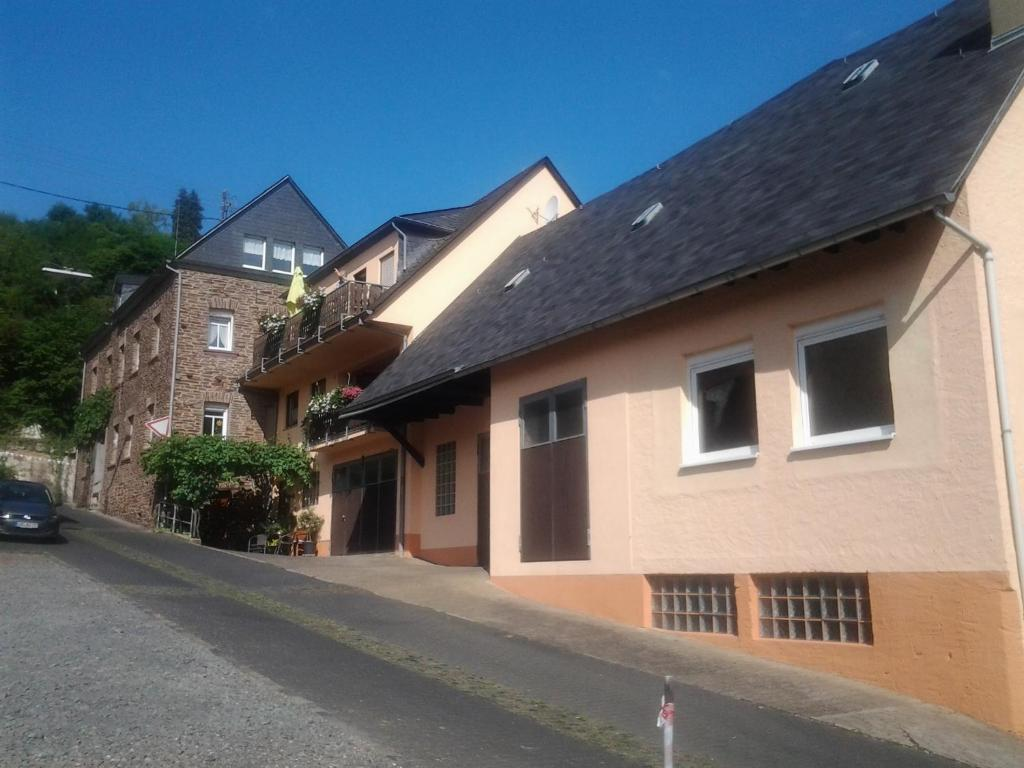 Guesthouse Weingut Karl Oto Nalbach, Briedel, Germany - Booking.com