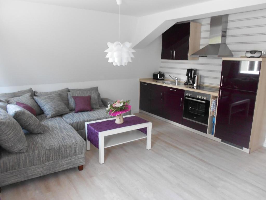 Wohnzimmer Mit Offener Küche Modern. Sideboard Ikea Küche Kleine ...