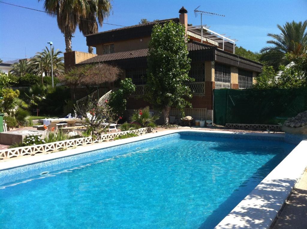 Chalet benidorm piscina privada hiszpania benidorm for Piscina climatizada benidorm
