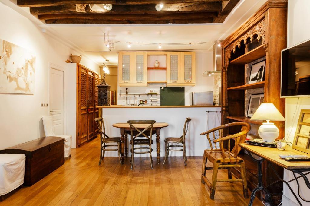 apartament saint sebastien froissart francja pary. Black Bedroom Furniture Sets. Home Design Ideas