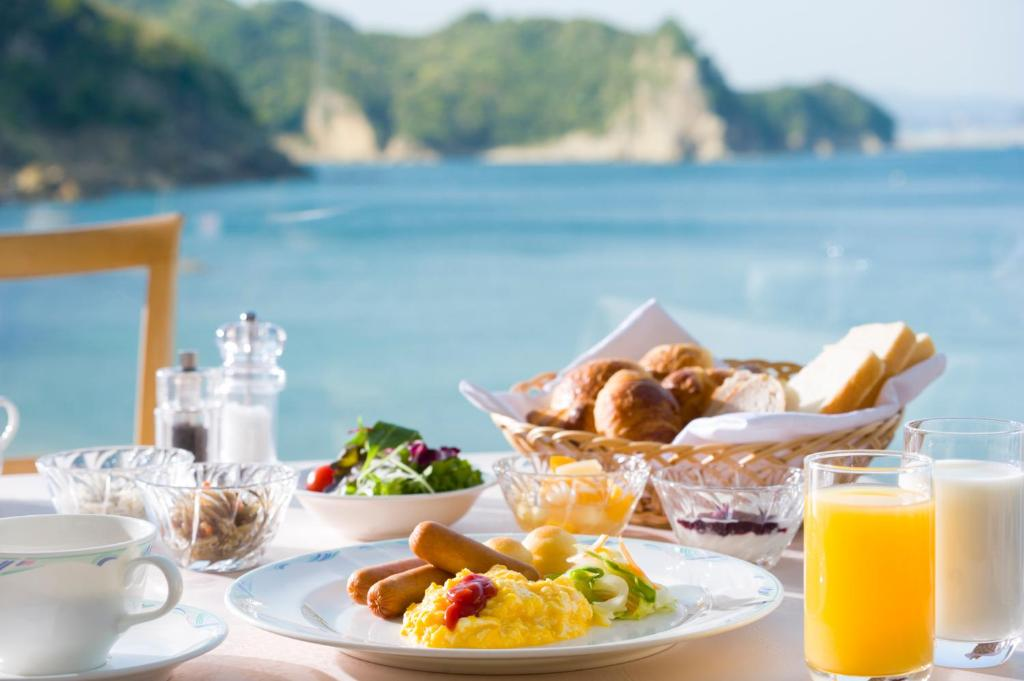 ポイント3.海を眺めながら頂くモーニングやディナー