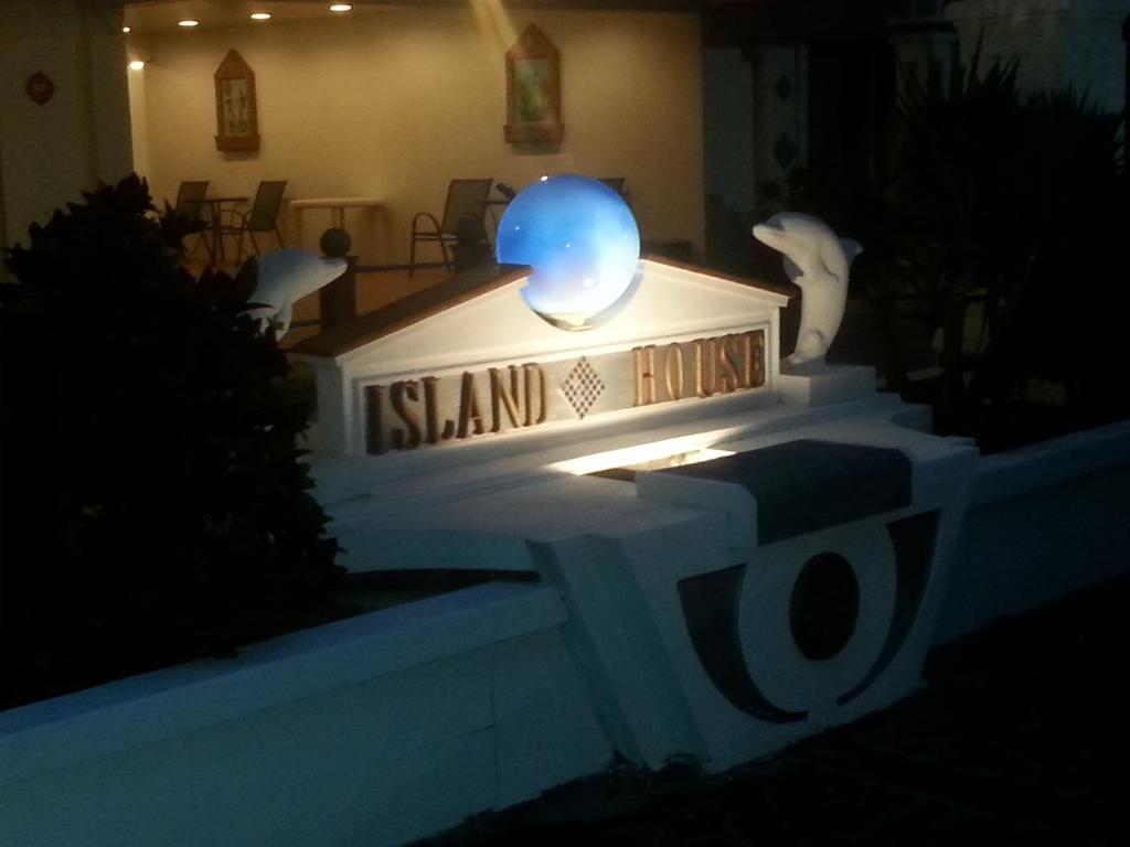 Island House Resort Hotel