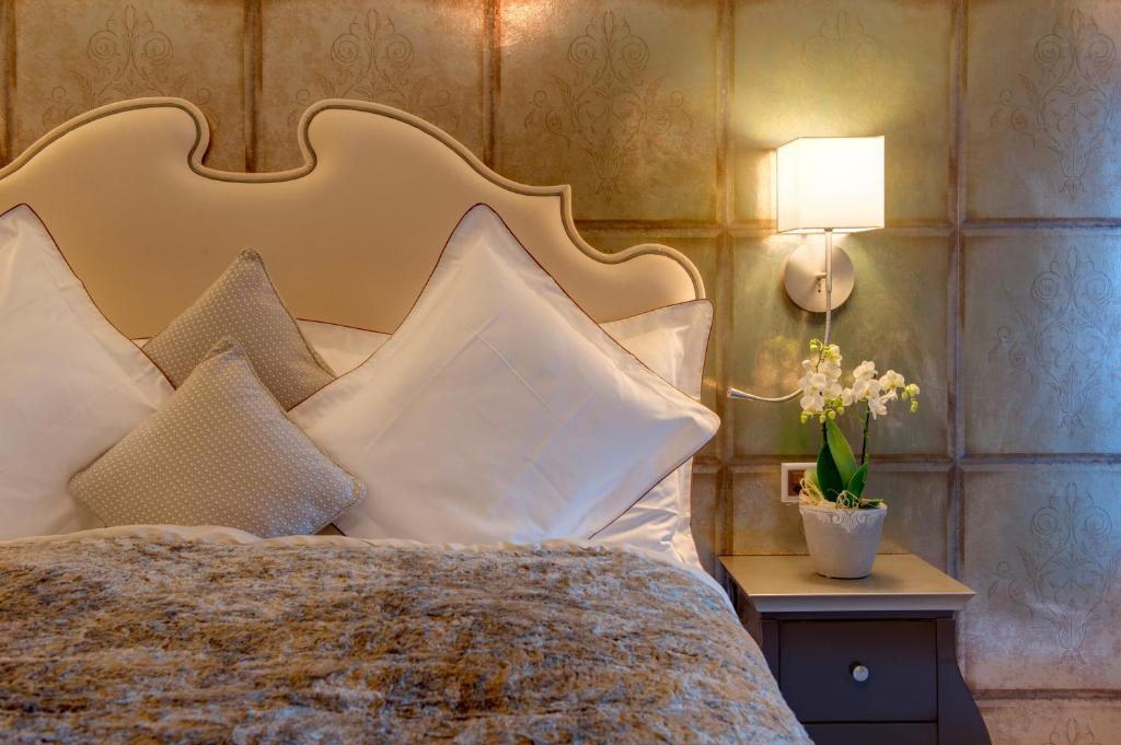 A bed or beds in a room at Schlosshotel my Lifestyle