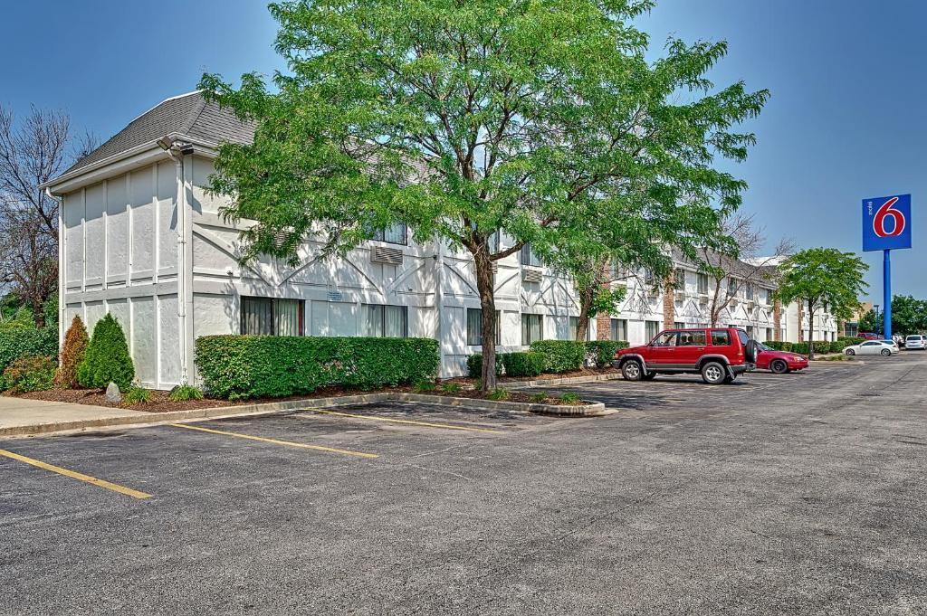 Motel 6 Chicago Glenview, IL - Booking.com