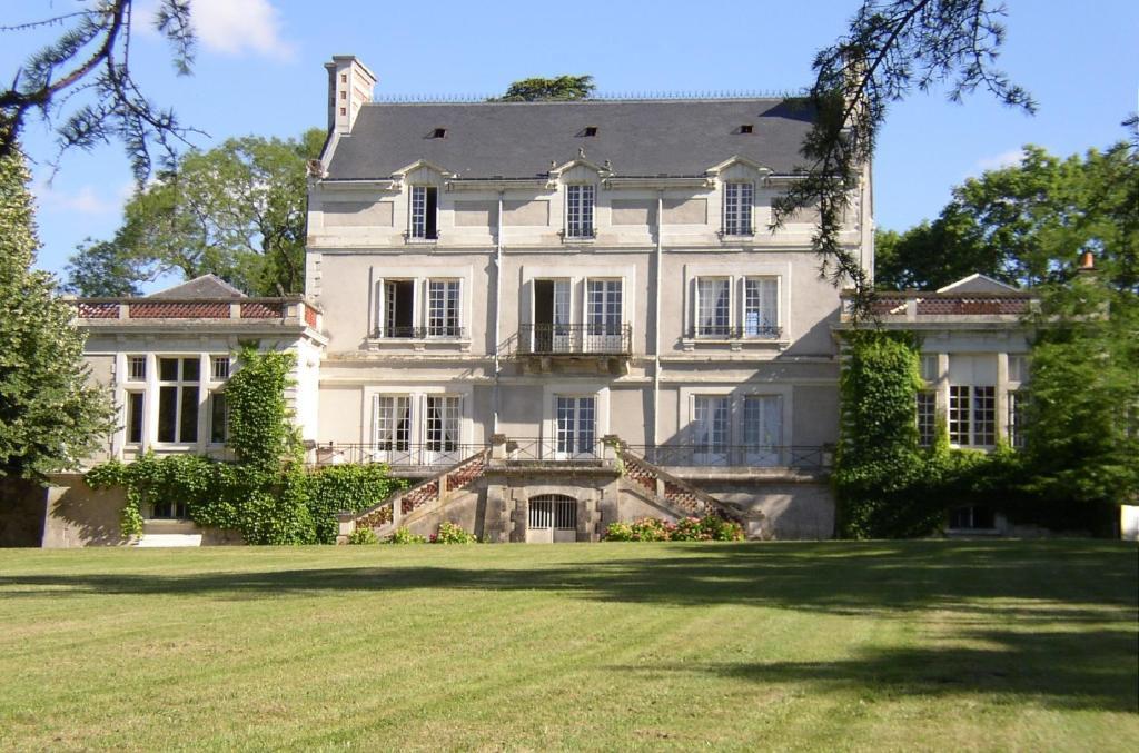 Apartment Ch U00e2teau Bouchet  Ballan-mir U00e9  France