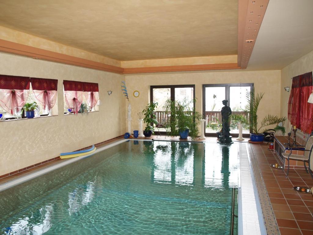 The swimming pool at or near Gesundheitsoase Brinsa