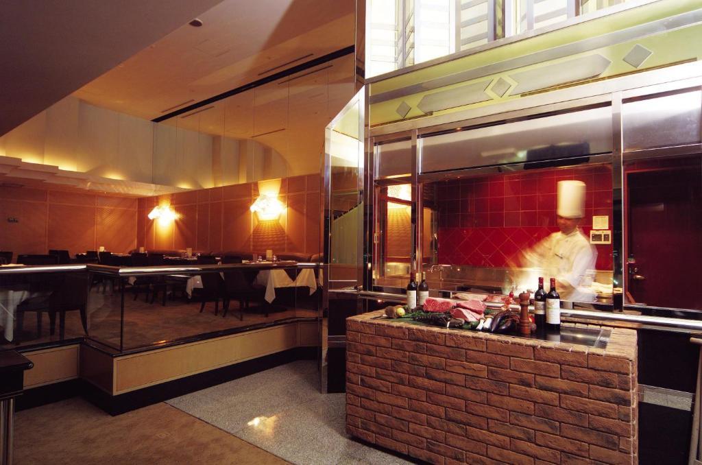 ポイント2.夜景を眺める優雅なレストラン