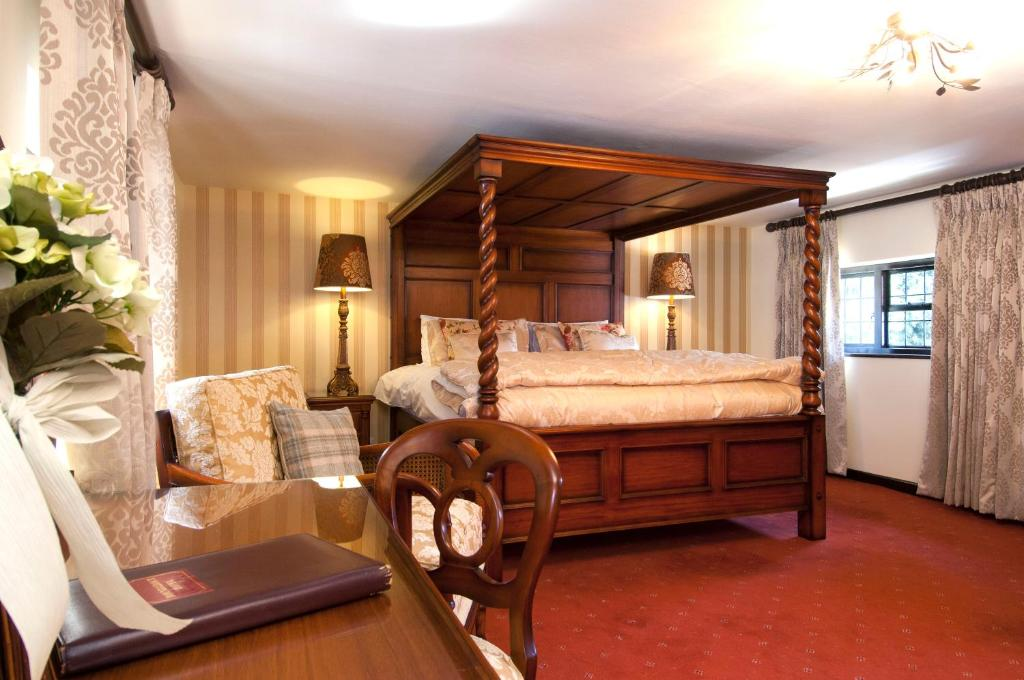 roundabout hotel pulborough uk bookingcom - Galley Hotel Decorating