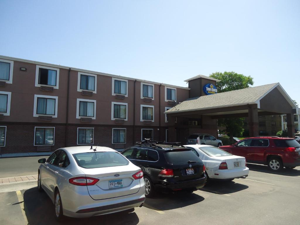 stay baymont view in hotels by and overview hotel nebraska ne suites exterior wyndham lincoln extended of inn