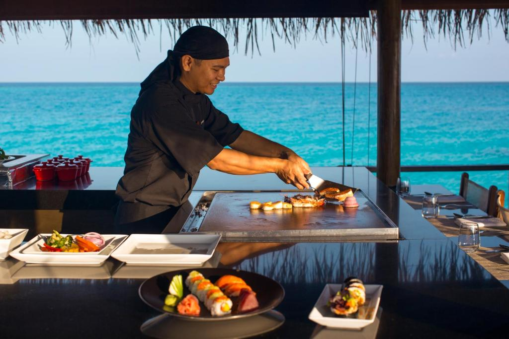 A wide variety of international specialities are prepared at Velassaru's 5 restaurants, including fresh contemporary sea food, Japanese, international and grill pan Indian options.