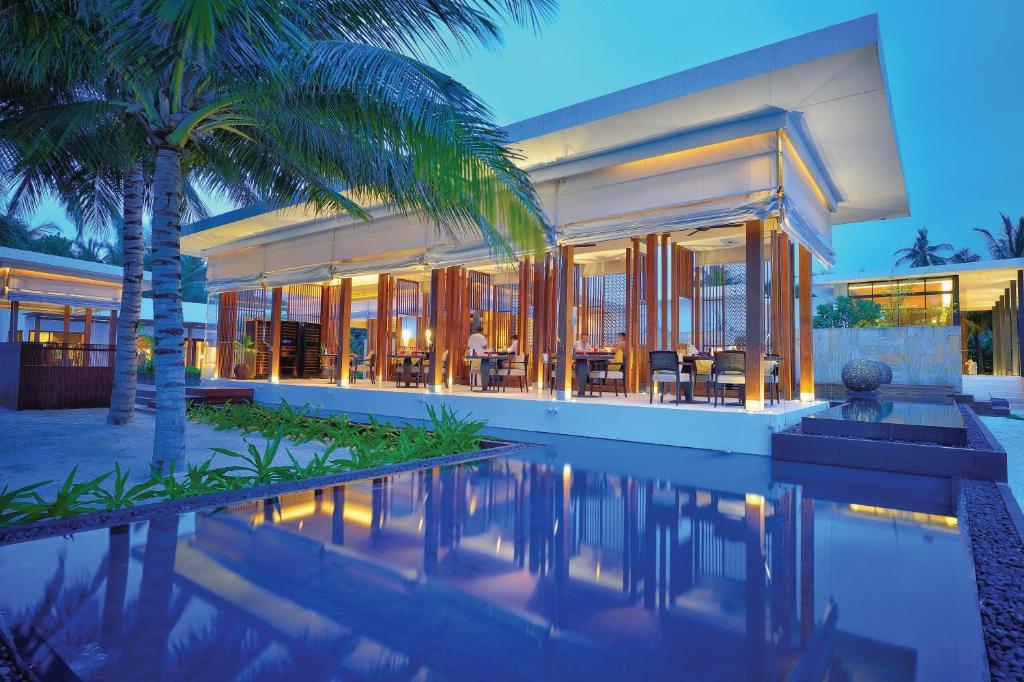 Главный ресторан  в Jumeirah Dhevanafushi