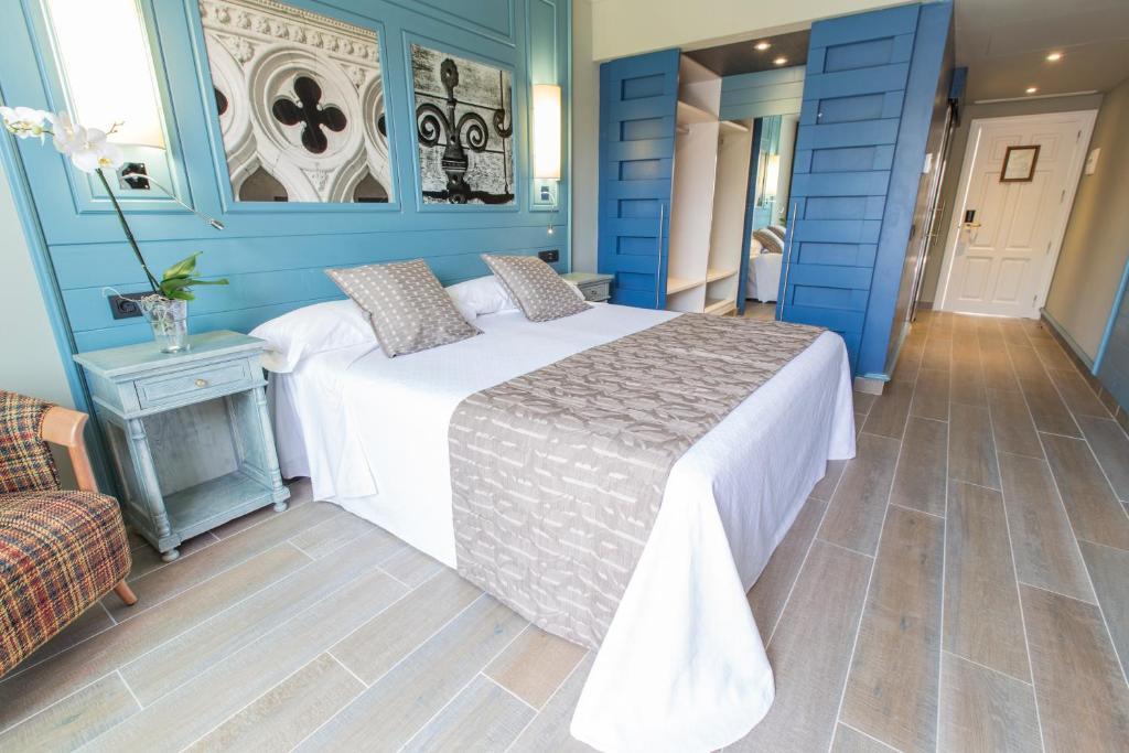 Adrian Hoteles Colon Guanahani Adeje Spain Booking Com