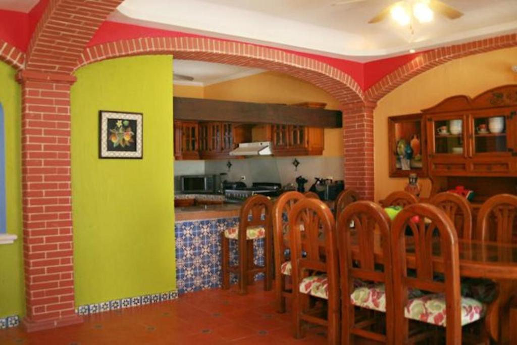 Casa o chalet casa estilo mexicano m xico chicxulub for Decoracion colonial mexicana
