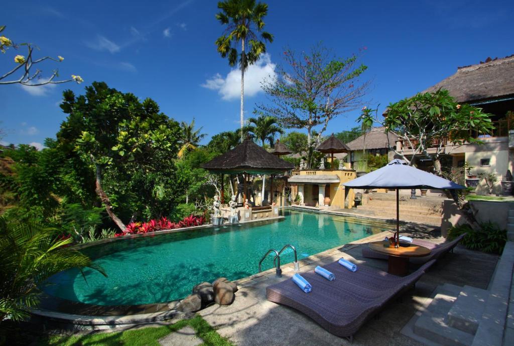 Resort alam puri art museum denpasar indonesia for Bali indonesia hotel booking