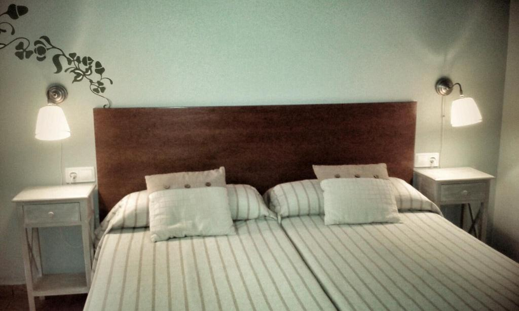A bed or beds in a room at B&B Ra Tenaja