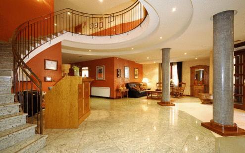 The lobby or reception area at Hotel Pirineos