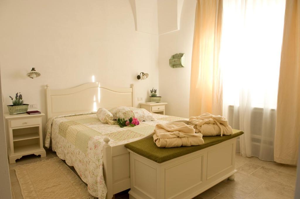 A bed or beds in a room at Masseria Bianca di Puglia