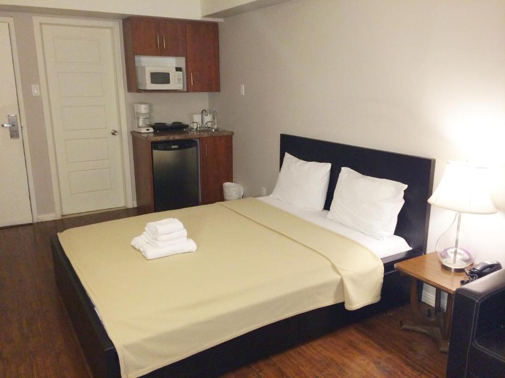Apartment la renaissance dorchester montr al including for Appart hotel montreal