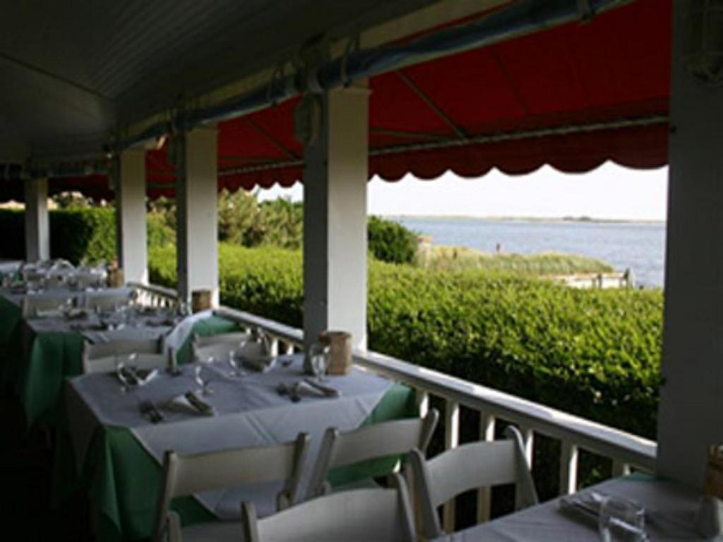 Restaurants in Hampton Bays