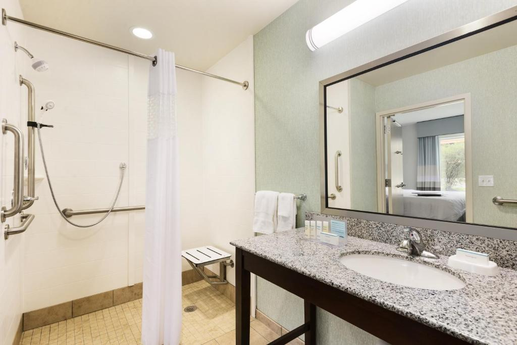 Hampton Inn Suites Wilmington, Newark, DE - Booking.com
