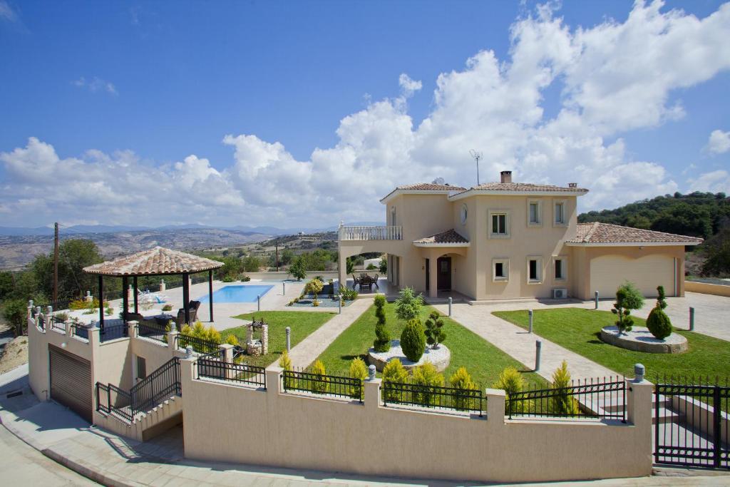 stella villa stroumbi cyprus
