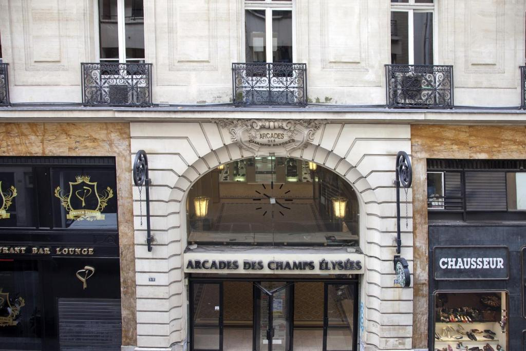 Apartment appart champs elys es paris including reviews for Location appart meuble paris