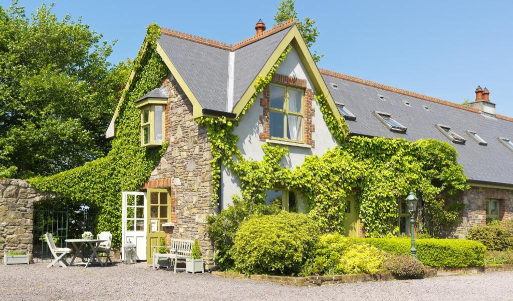 ie com cottage booking in hotel cottages tralee ireland courtyard