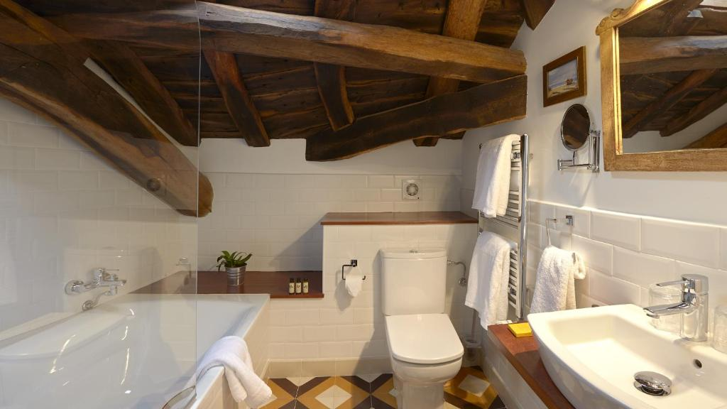boutique hotels luarca  16