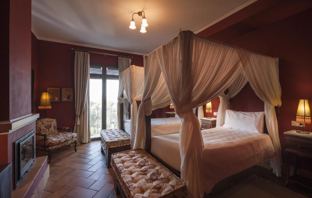 hoteles con encanto en zufre  13