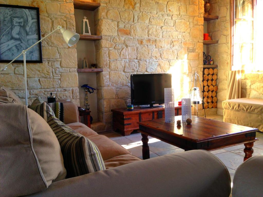 Villa lofou traditional stone house ciprus l fu for Beauty stone fireplaces