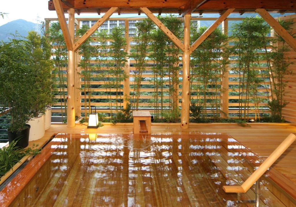 ポイント1.檜の香りが心地よい檜風呂