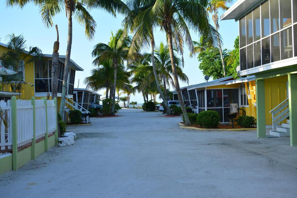 on condos cottages duggers island sanibel guide condo cottage tropical header