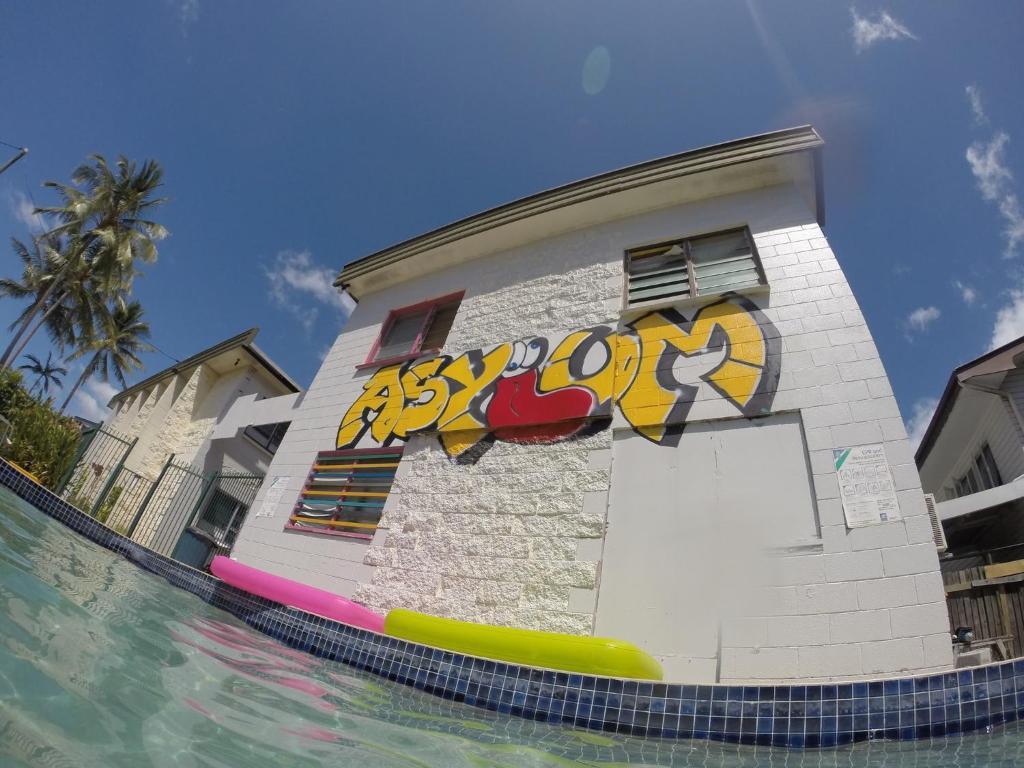 Graffiti wall cairns - Graffiti Wall Cairns 40