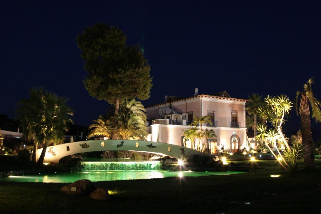 Бассейн в Villa Rota Resort или поблизости