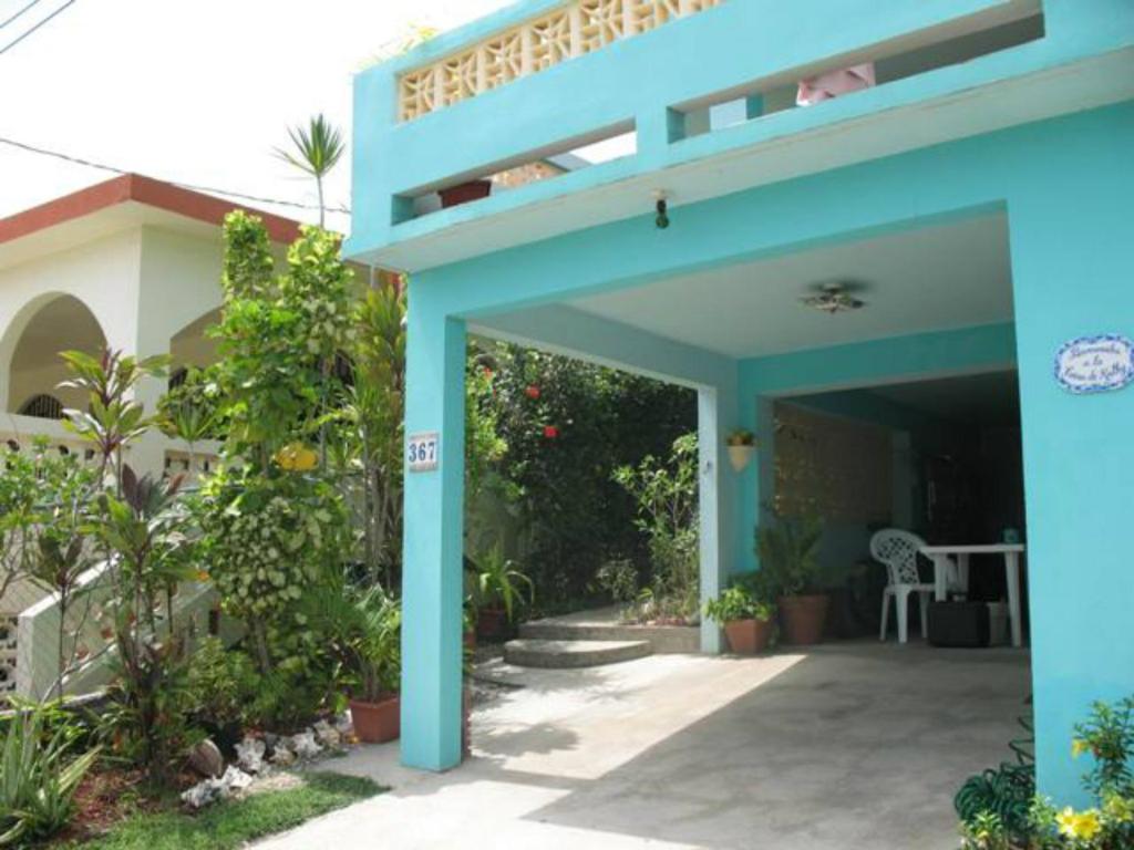 The facade or entrance of Casa de Kathy
