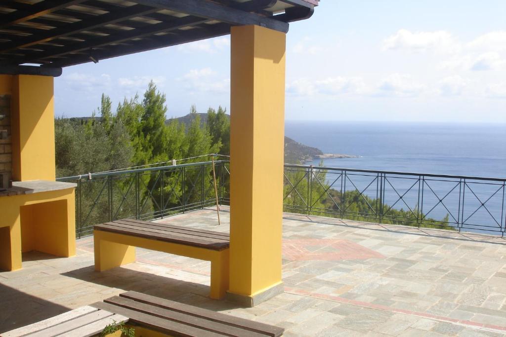Villa balcony kymi greece for Balcony booking