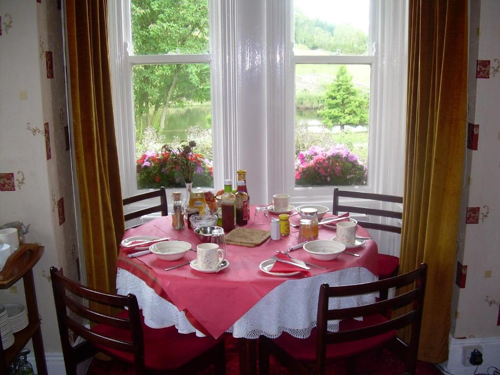 A restaurant or other place to eat at Riverside B&B