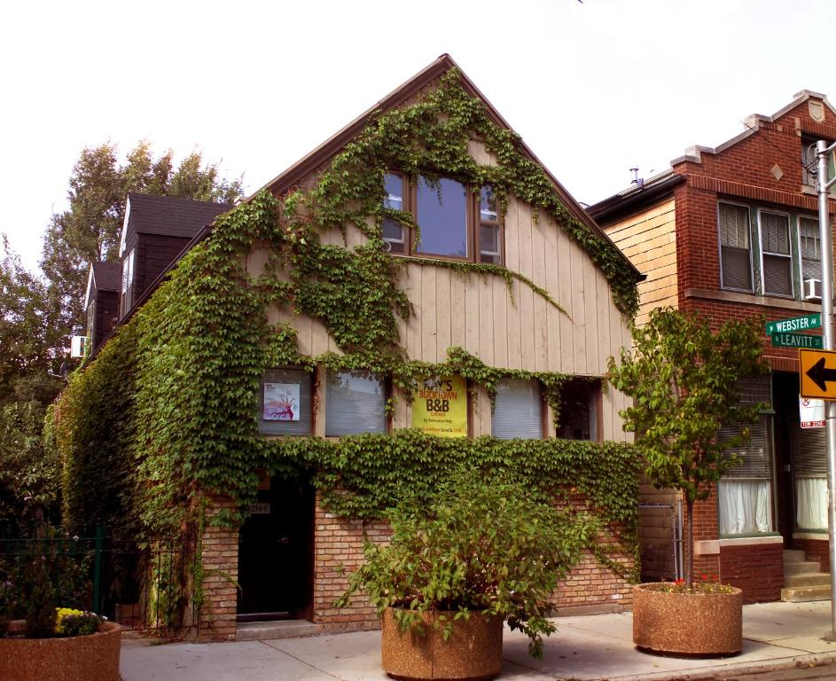 Ray S Bucktown Bed And Breakfast Chicago Usa Deals