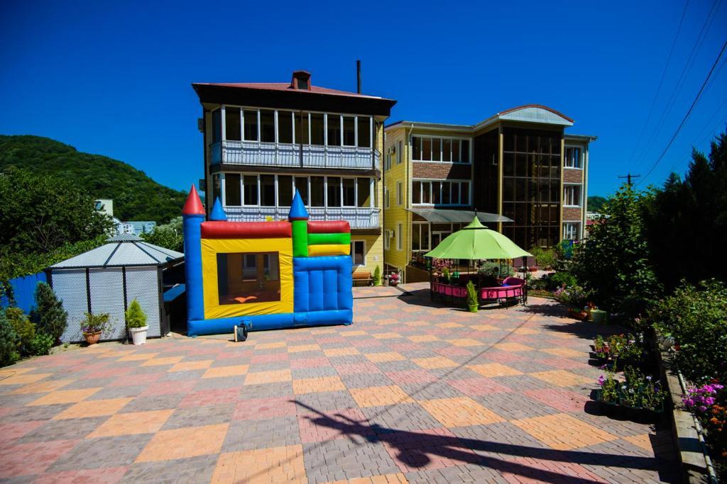 Гостевой дом с бассейном и детской площадкой судак