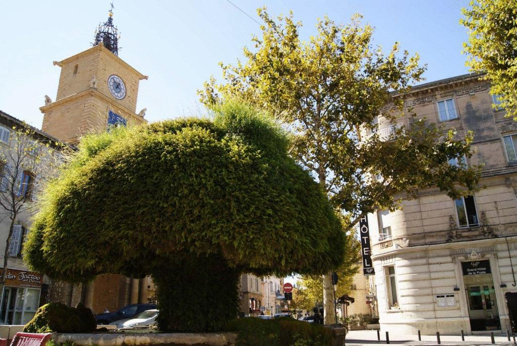 Grand h tel de la poste salon de provence france - Location a salon de provence ...