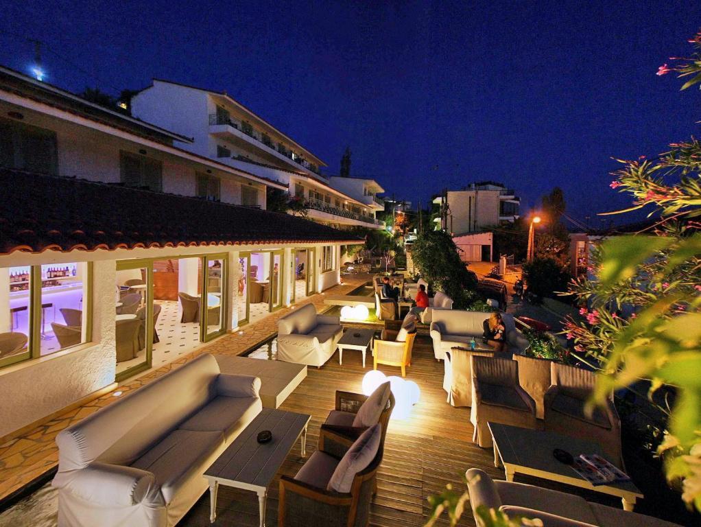 38579948 - Sandy Bay Hotel